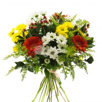 Букет с хризантемами, герберой и зеленью