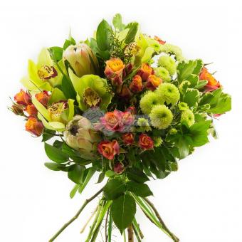 Букет с орхидеями, розы кустовой и хризантемы